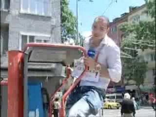 Репортер непукист целува който му падне на улицата - Даниел Петканов