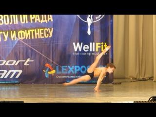 Волгоград, турнир по бодибилдингу, Добрыня Евтухов с показательным выступлением