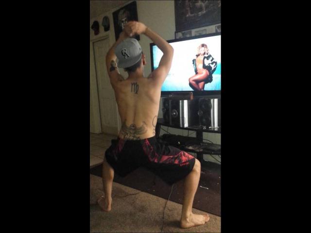 Guy twerking to Beyonce