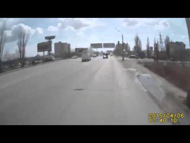 Авария в Волгограде 06 04 2015 группа: vk.com/avtooko сайт: avtoregik.ru Предупрежден значит вооружен: Дтп, авари