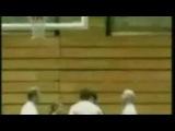 Супер!!)))Девушку кинули в баскетбольное кольцо