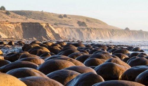 Пляж «Боулинговые шары»