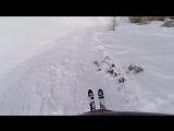 Сумасшедший спуск лыжника по узкому горному ущелью!