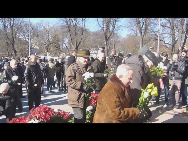 Дедушка троллит латышских нацистов в Риге 2013 Grandfather troll Latvian Nazis in Riga