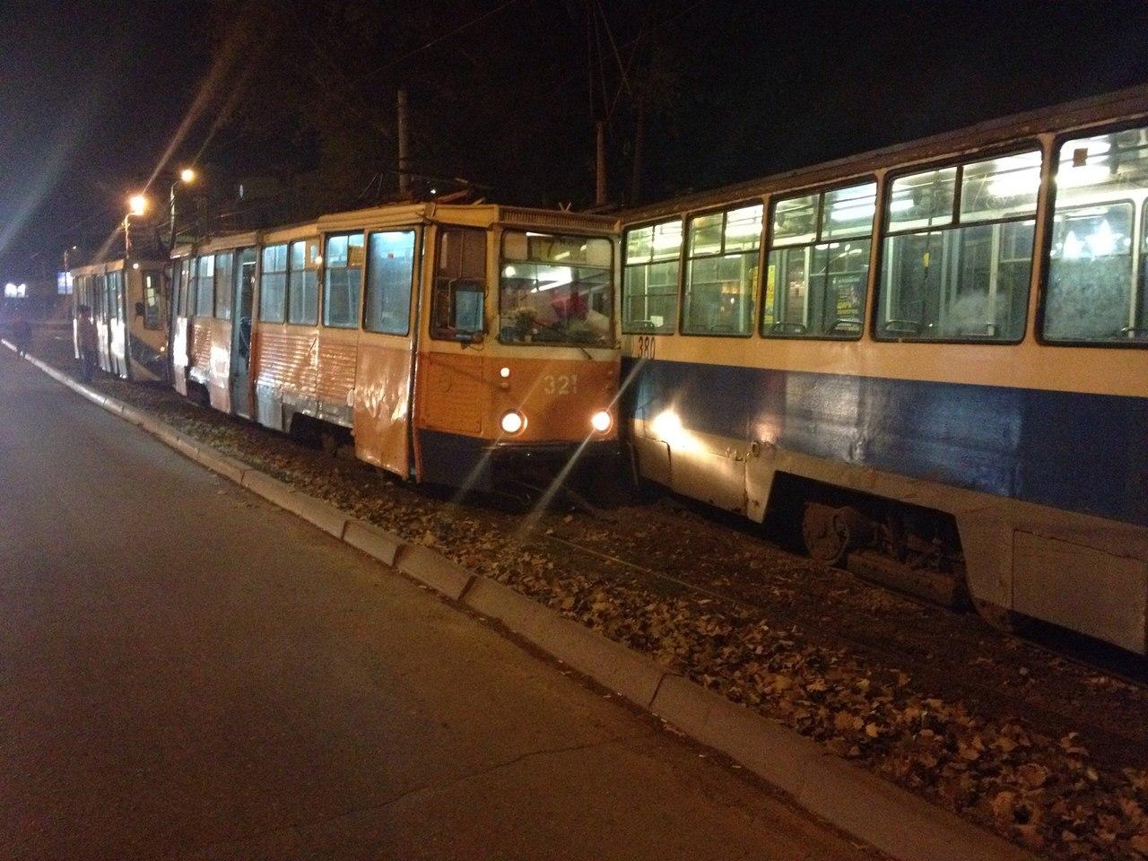 В городе Таганроге на улице Дзержинского столкнулись два трамвая