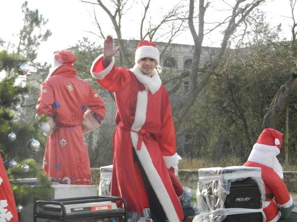 Санта Клаус отдыхает, на арене Дед Мороз