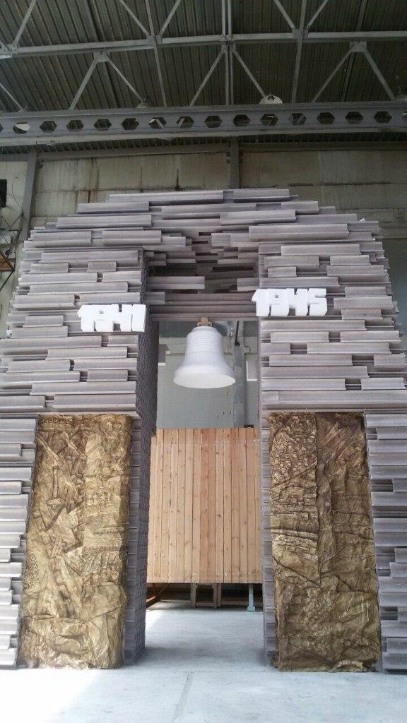 Рельсы из разных городов России используют для памятника железнодорожникам 2