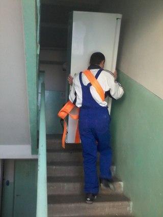 Мувери Львів, підйом вантажів по сходах