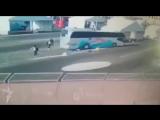 Автобус в Баку сбивает спортсменов