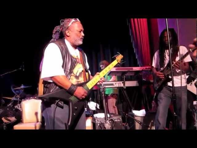 Maggot Brain ~ George Clinton Parliament Funkadelic ~ Oakland Yoshi's
