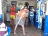 No Buteco, dançando Michael Jackson