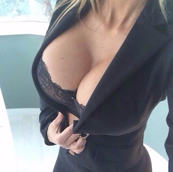 показала большую грудь