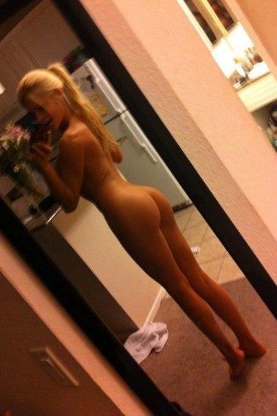 Блондинка полностью голая
