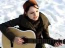 Девушка поет под гитару 6
