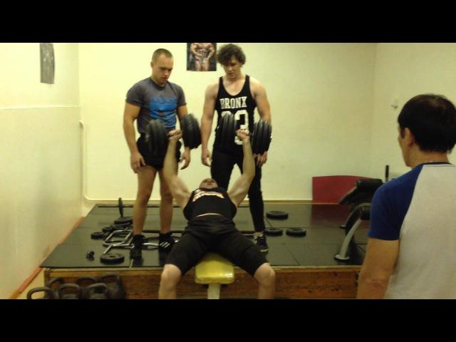 Жим гантелей по 62 кг на 3 повторения / Dumbbell bench press at 62 kg for 3 repetitions