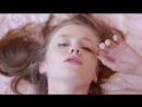 Emily Bloom, Красивая модель 18+ мастурбирует на кровати
