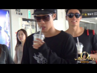 2013.09.08. KIM HYUN JOONG 김현중 fancam - Wiggling his toes, Dancing and Drinking at Gimpo Airport