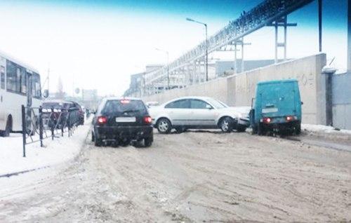 ДТП в Таганроге: Volkswagen столкнулся с «пирожком»