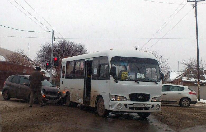 Сегодня в Таганроге произошло ДТП с еще одной 74-ой маршруткой