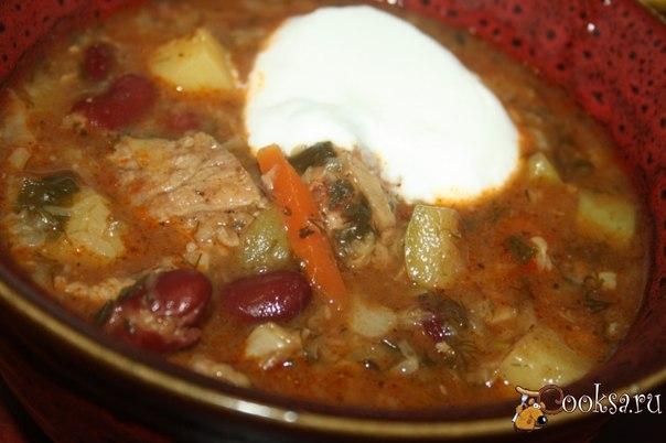 Рагу с говядиной, овощами и фасолью (очень похожее на чанахи) в мультиварке Рагу с говядиной, овощами и фасолью (очень похожее на чанахи) в мультиварке - очень сытное и ароматное блюдо, особенно вкусным получается, если готовить со свежими летними овощами и душистой летней зеленью. Подайте чашку аппетитного горячего рагу с холодной сметаной, она отлично дополнит это блюдо, придав ему нежность. Если у вас не оказалось банки консервированной фасоли в томатном соусе, добавьте отварную фасоль и…
