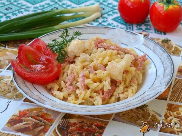 Фузилли в соусе из цветной капусты с ветчиной Фузилли в соусе из цветной капусты с ветчиной вкусное и простое блюдо, которое можно приготовить для своих родных на завтрак или ужин. Фузилли по желанию можно заменить на другие макаронные изделия.
