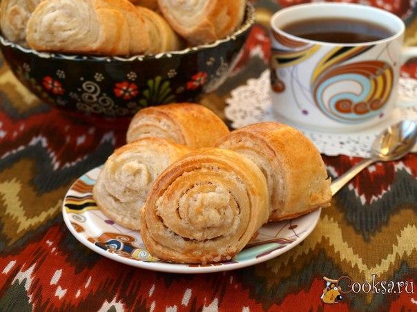 Армянская кята Кята - это вкусное печенье в виде рулетиков, относящееся к армянской кухне. Довольно простая, но очень интересная выпечка. Кята станет хорошим дополнением с чашечкой ароматного кофе или чая.