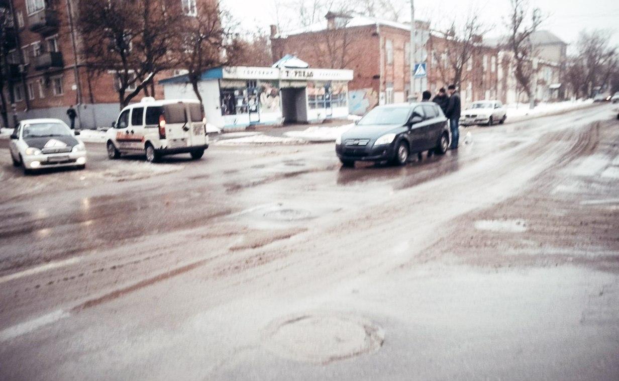 ДТП в Таганроге: на Петровской таксист решил «проскочить», но не удалось