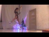 Daria Che Christmas exotic pole