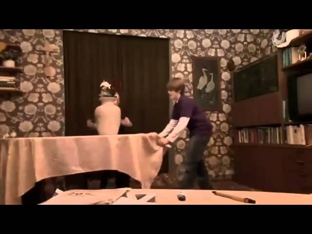 ✔ Трюк волшебная скатерть в исполнении придурков The Table Cloth Magic Trick