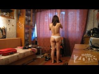 Видео поставил скрытую камеру в комноте сестры 5 фотография