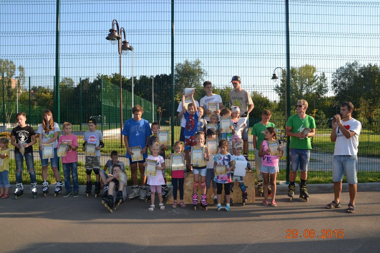 Награждение участников детских соревнований по роликовым конькам
