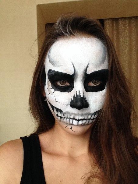 Нарисовать маску на лице на хэллоуин своими руками