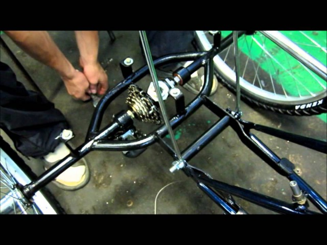 Assembly_of_tricycle_velomastera.wmv