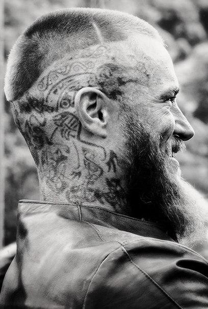 Викинги тату на голове рагнара