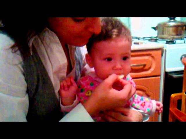 Айс, лимон и ...Дюна (Дети и лимон) Babies Eating Lemons for the First Time
