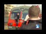 В  Москве проходит операция по выявлению зацеперов - любителей кататься на крыше поезда