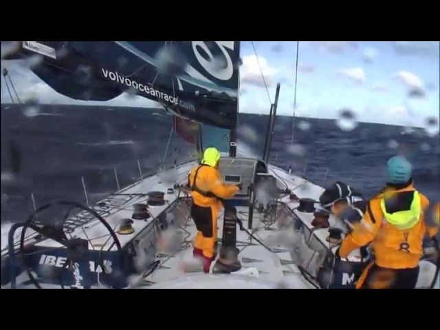 Speed, waves, crash - Yacht racing