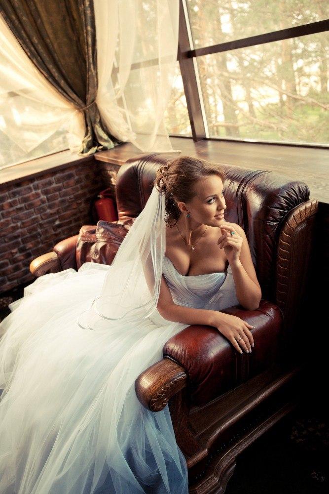 обворожительный портрет невесты невеста в интерьерах свадебный фотограф новосибирск