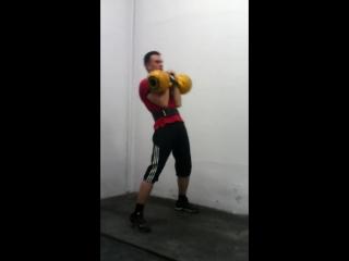 Гиревой спорт. Упражнение толчок длинным циклом с гирями по 16 кг. Клименченко Владимир.