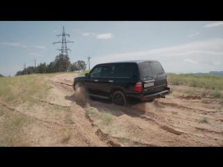 Range Rover Sport SVR и Land Cruiser 105 в песке