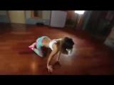 Фигуристая девушка танцует тв.flv