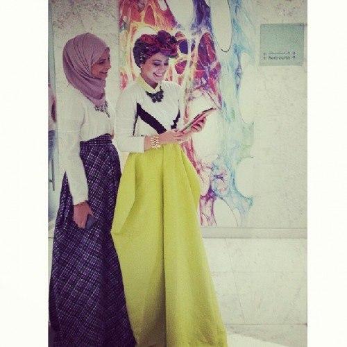 Уличная мода в религиозных рамках. Instagram @ascia_akf.Аския  Фаррадж. Восточная современная мода.