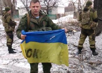 Захарченко пообещал отдать Порошенко флаг украинских