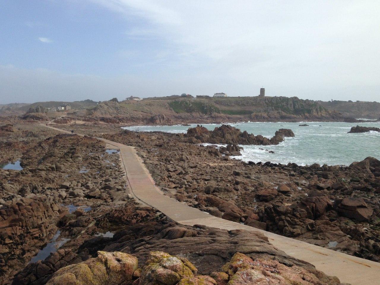 Дорога во время отлива, вид со стороны маяка