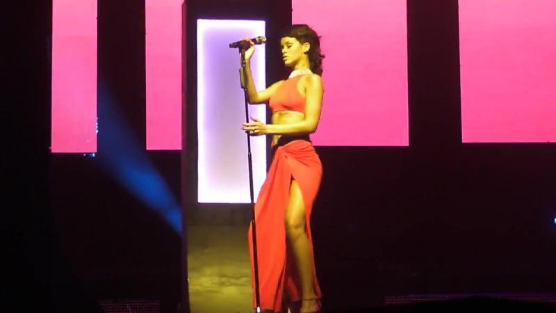 «Loveeeeeee Song» - Сидней, Австралия; 3 октября 2013