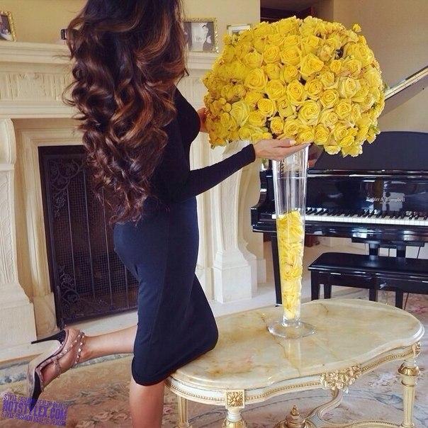Модные девушки с цветами