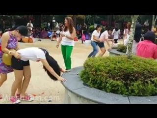 Funny Sxy Game Baloon Distroy - Mobile HD (Hot Video)-(MirchiFun.Mobi)