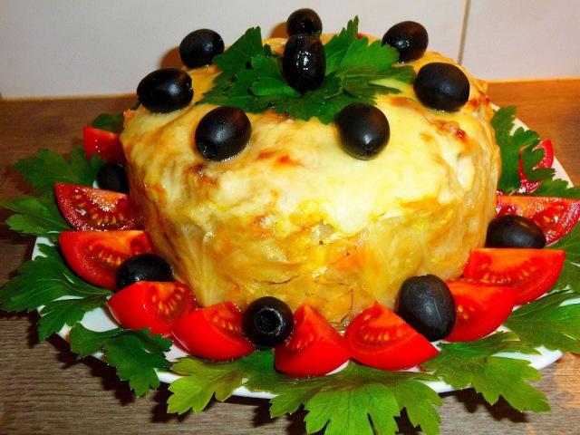 Капустный пирог с фаршем и морковью