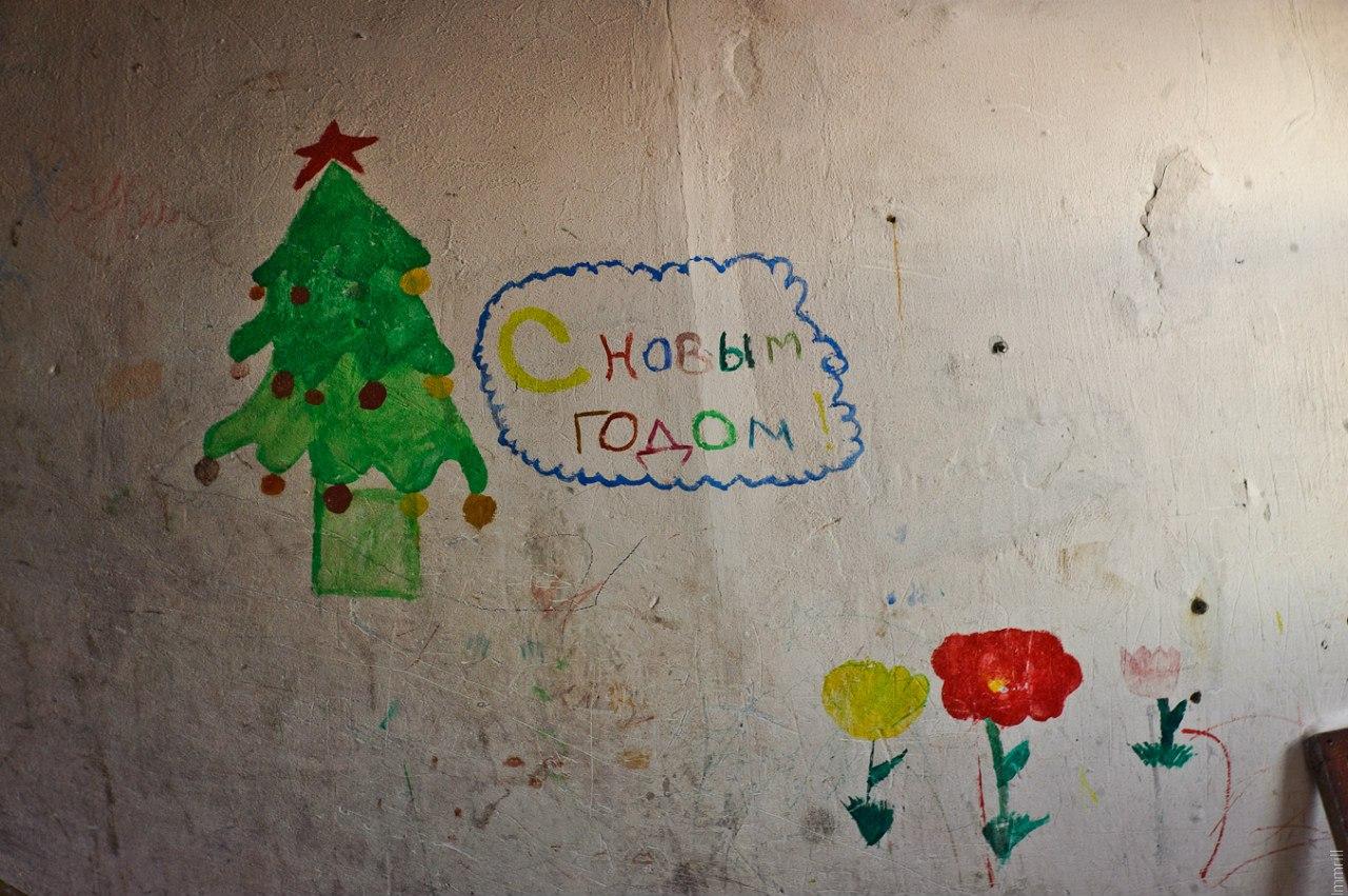 Роспись в подъезде нежилого дома