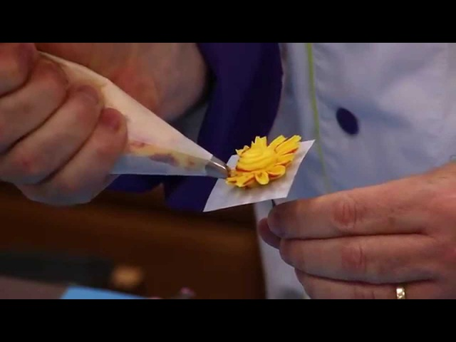 How To Pipe Buttercream Flowers | Global Sugar Art